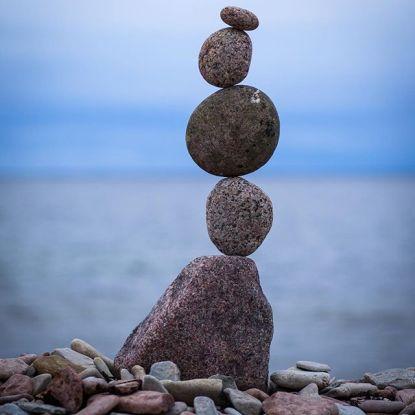 Att balansera genom livet är en konst, likt musikens olika instrument som spelar tillsammans.